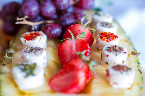 käse und erdbeeren
